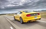 Ford Mustang 2.3L EcoBoost  2015 года: покатайся на недорогом пони