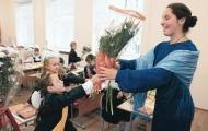 Украинских учителей могут поставить в жесткие рамки