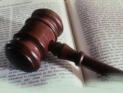 Резонансный суд: 14-летний мальчик подал в суд на отца-сектанта