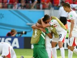 Кубок мира 2014: тренер сборной Коста-Рики приветствовал свою команду после победы над Италией