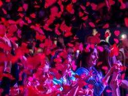 """НЕАНГЕЛЫ ПРЕВРАТИЛИ ДВОРЕЦ СПОРТА В ОГРОМНОЕ """"СЕРДЦЕ"""" ИЗ 10 ТЫСЯЧ ПОКЛОННИКОВ"""